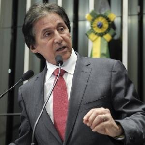 Senador Eunício de Oliveira (PMDB-CE) fala no plenário durante discussão do projeto que institui a ficha limpa para cargos públicos