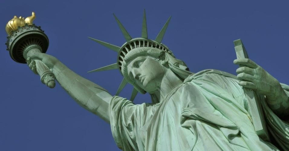 4.jul.2013 - A Estátua da Liberdade, em Nova York, foi reaberta para visitas nesta quinta-feira (4), Dia da Independência dos Estados Unidos. O local estava fechado devido a danos provocados pelo furacão Sandy, que passou pelo país em 2012 deixando rastro de destruição