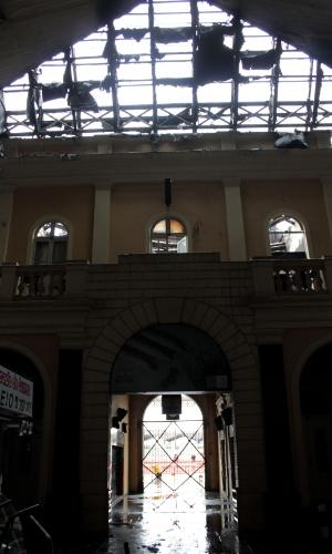 7.jul.2013 - Cerca de 10% a 30% das instalações do Mercado Público de Porto Alegre foi destruído pelo incêndio deste sábado (6), de acordo com avaliação informal de peritos.  O secretário da Segurança Pública, Airton Michels, descartou a hipótese de incêndio criminoso