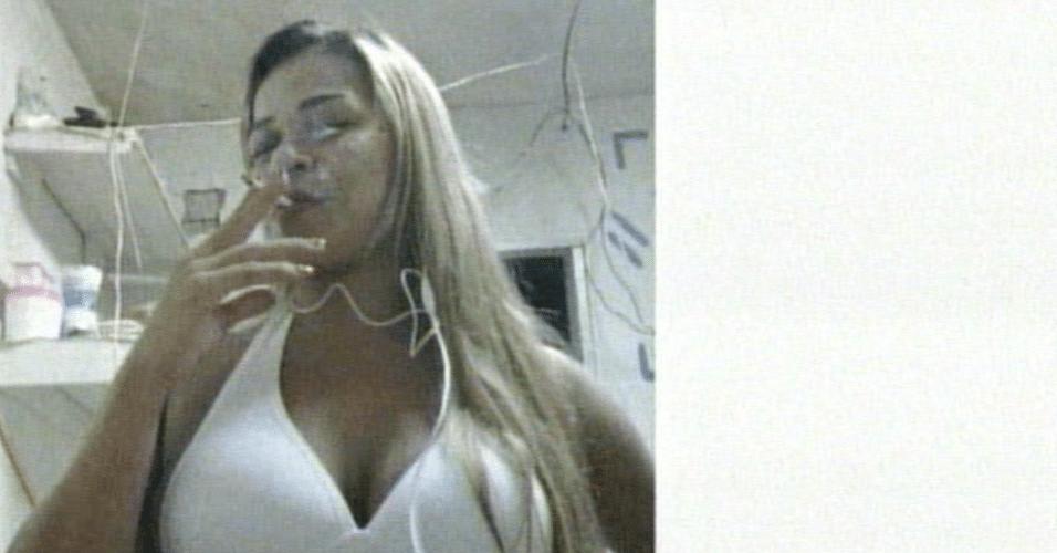 8.jul.2013 - Uma detenta da cadeia pública Raimundo Vidal Pessoa, localizada na zona sul de Manaus, publicou em redes sociais fotos em que aparece sozinha e com colegas. As imagens foram feitas e publicadas de dentro da unidade prisional com o uso de celulares com acesso à internet