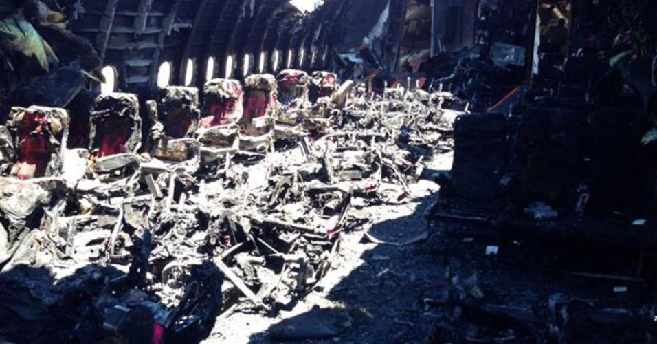 11.jul.2013 - A Agência de Segurança nos Transportes dos Estados Unidos (NTSB, na sigla em inglês) divulgou nesta quinta-feira (11) uma imagem da parte interior do Boeing 777 da Asiana Airlines que explodiu durante o pouso em San Francisco (EUA), no sábado (6). Duas adolescentes chinesas morreram no acidente e outras 182 pessoas ficaram feridas, sendo várias em estado grave