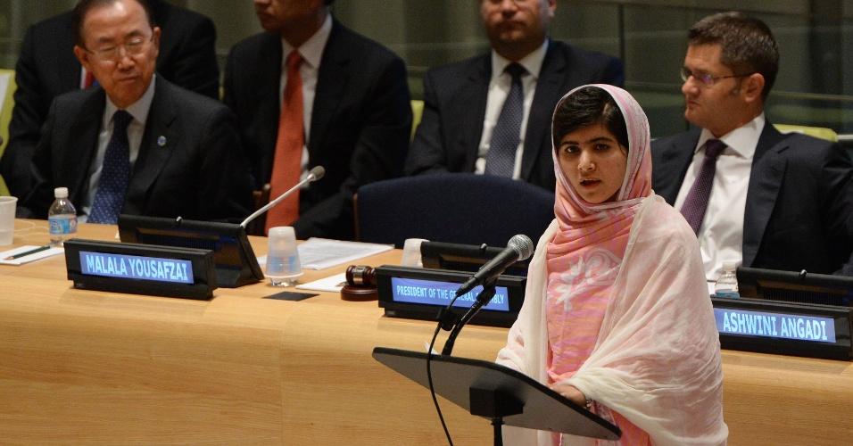 A adolescente paquistanesa Malala Yousafzai, que completa 16 anos nesta sexta, se pronuncia pela primeira vez em Nova York, na sede da ONU, em favor das milhões de crianças do mundo inteiro que não têm acesso à educação