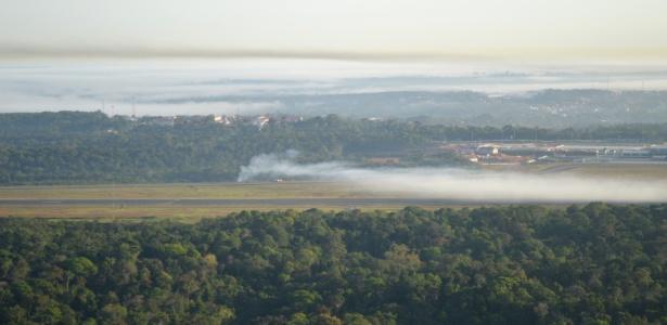 Área em que um avião de pequeno porte apresentou problemas logo após a decolagem, em Manaus; três pessoas morreram