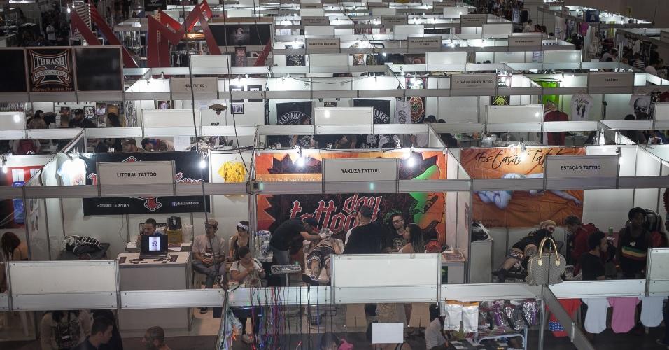 21.jul.2012 - Diversos expositores e tatuadores se reúnem na Tattoo Week, que ocorre até este domingo (21) em São Paulo, no Expo Center Norte, na zona norte da cidade