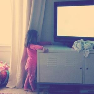 A maioria das crianças que se acidentou com a queda de TVs tinha menos de cinco anos