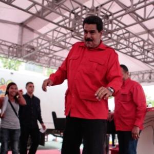 Nicolás Maduro, que declarou ter reencontrado a fé depois de se declarar ateu aos 18 anos por causa do comportamento da Igreja Católica