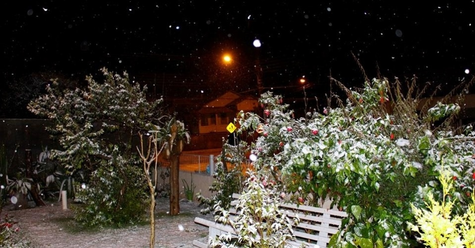 24.jul.2013 - O internauta Marlon Muldenberger enviou imagens da neve na cidade de Mafra (SC)