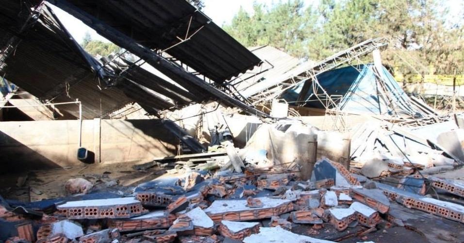 25.jul.2013 - A internauta Luci P.M. Sonaglio enviou fotos da destruição causada pela neve em Papanduva (SC) na madrugada de 23 de julho