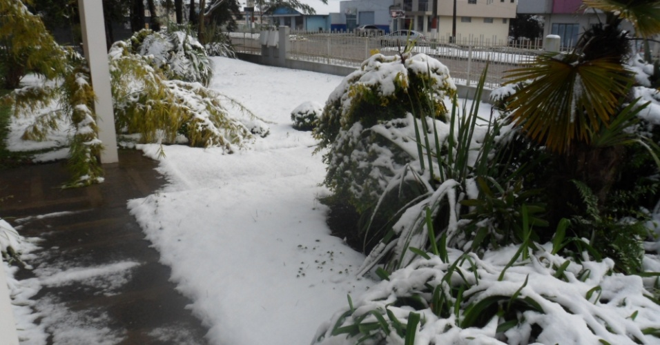 25.jul.2013 - A internauta Luci P.M. Sonaglio enviou fotos da nevasca em Papanduva (SC) em 23 de julho