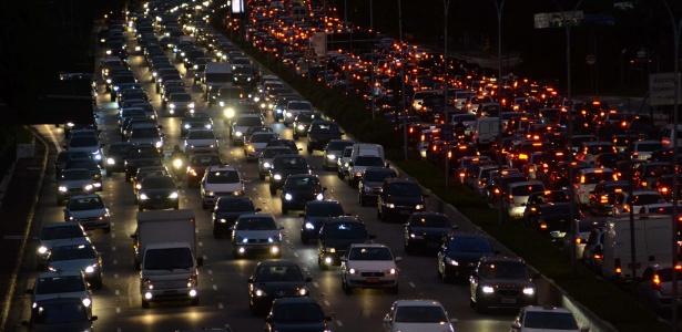 26.jul. 2013 - A cidade de São Paulo atingiu 286 km de filas, por volta das 19h desta sexta-feira (26).