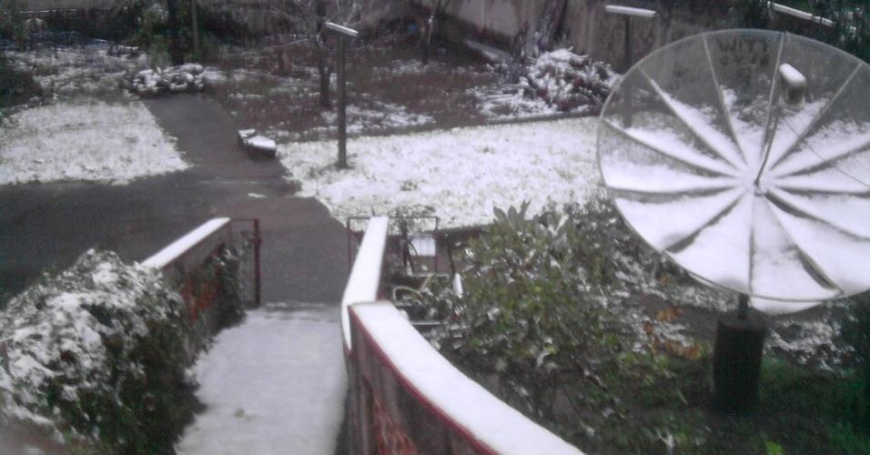 26.jul.2013 - Internauta Marcelo Sallai mostra como ficou a cidade de Mafra (SC) após nevar no dia 23 de julho