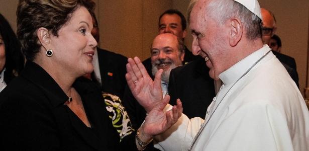 Papa Francisco e a presidente Dilma Rousseff conversam após a missa de encerramento da JMJ (Jornada Mundial da Juventude), no Rio de Janeiro
