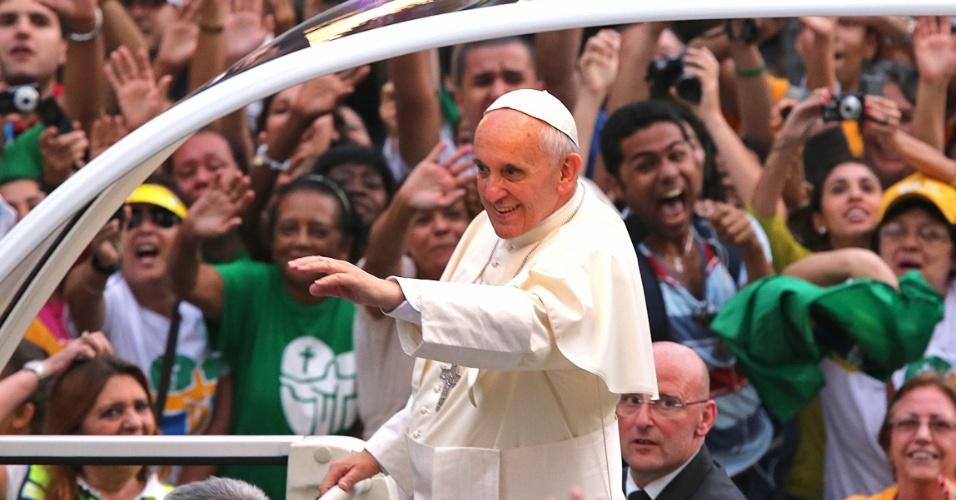 Resultado de imagem para papa francisco I e participantes da jornada da juventude no rio