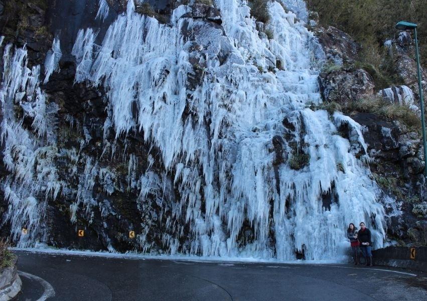 29.jul.2013 - Luiz Gustavo Knechtel mostrou a Serra do Rio do Rastro, em Lauro Muller (SC), coberta pelo gelo no dia 24