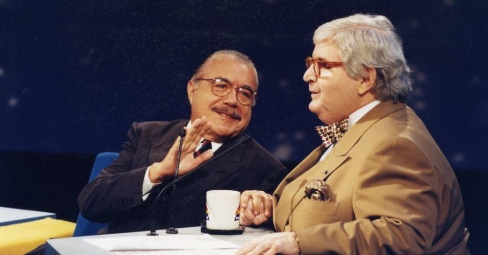 """7.dez.1993 - O ex-presidente José Sarney é entrevistado por Jô Soares no """"Programa do Jô"""", do canal SBT, em São Paulo"""