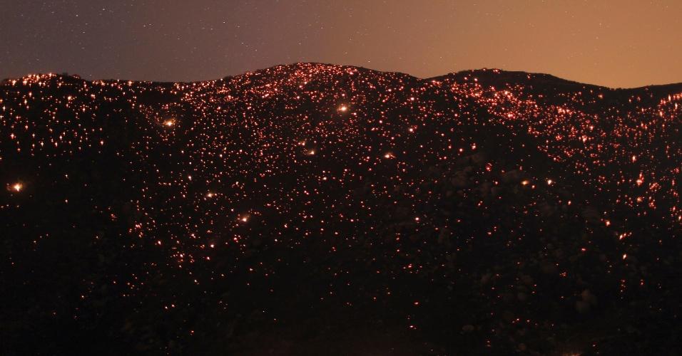 8.ago.2013 - Incêndio florestal de grandes proporções atinge área de 5.000 hectares de terra perto de Banning, na Califórnia (EUA)