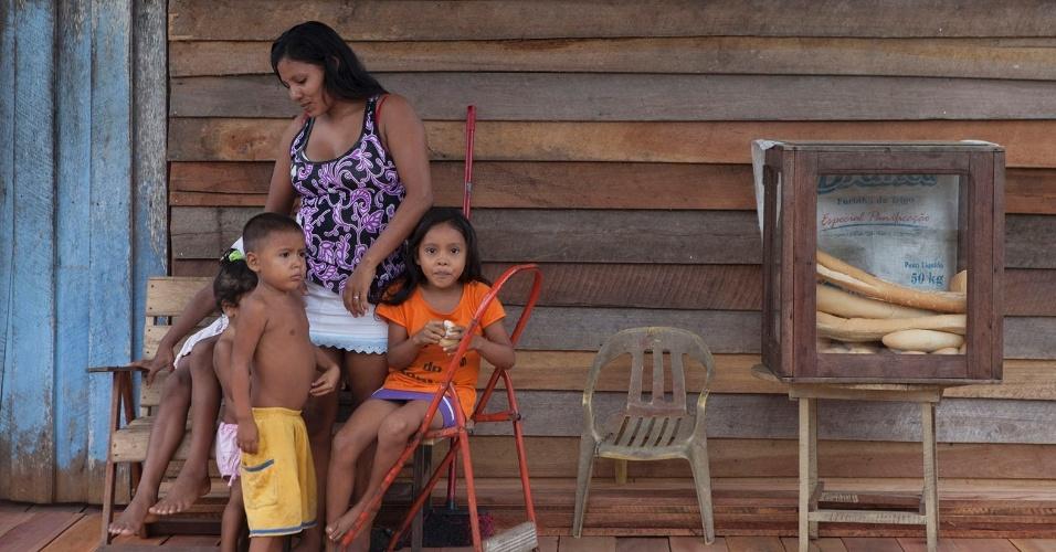 11.ago.2013 - Moradora de Melgaço (a cerca de 300 km de Belém), Marlete Oliveira Gonçalvez, 25, possui uma padaria no bairro Nova Aliança. Ela também é assistida pelo programa Bolsa Família, do governo federal, do qual recebe mensalmente R$ 220