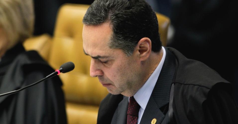 14.ago.2013 - O ministro do STF (Supremo Tribunal Federal), Luís Roberto Barroso discursa no primeiro dia da retomada do julgamento do mensalão. O Supremo começou, às 14h25 desta quarta-feira (14), a analisar os recursos dos réus condenados no julgamento do mensalão. Barroso afirmou que é necessário fazer uma reforma política para evitar que escândalos de corrupção se repitam