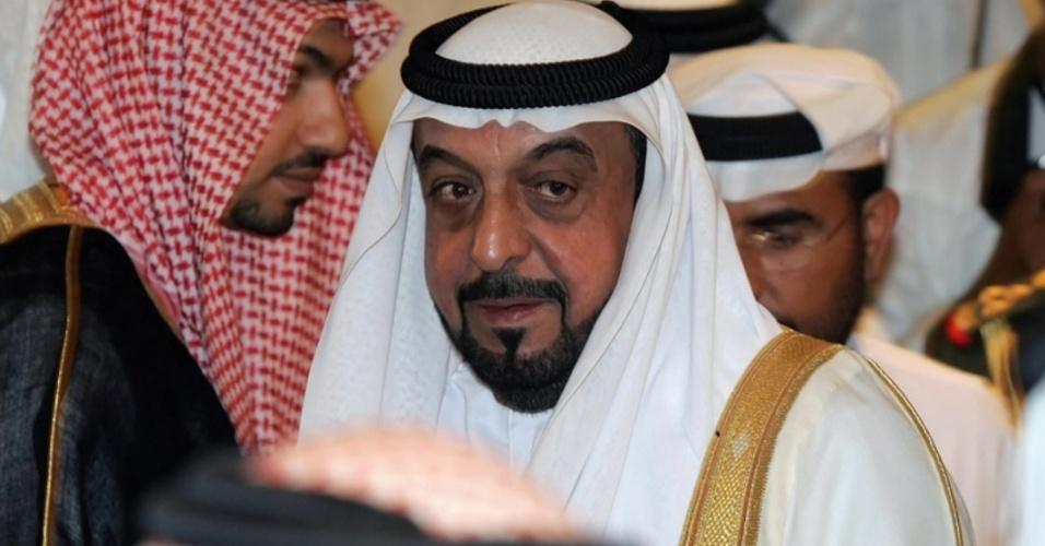 O xeque Khalifa bin Zayed al-Nayan (foto), dos Emirados Árabes Unidos, é o proprietário da maior lancha do mundo