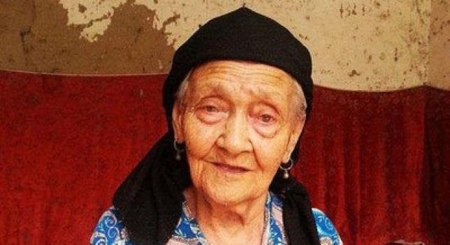 17.ago.2013 - Alimihan Seyiti, da etnia uigur que vive no noroeste da China, afirma que tem 127 anos e quer ser reconhecida como a pessoa mais velha do mundo. Segundo a imprensa chinesa, ainda falta comprovação das autoridades para ela entrar no livro dos recordes