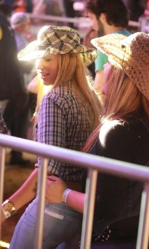17.ago.2013 - Mulheres dançam funk durante show de Mr. Catra no segundo dia da Festa do Peão de Barretos, no interior de São Paulo