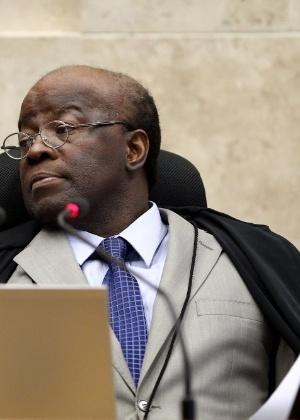 O presidente do STF, ministro Joaquim Barbosa, defende salário de R$ 30.658 a seus pares