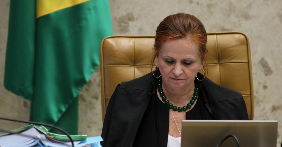 21.ago.2013 - Procuradora-geral da República em exercício, Helenita Acioli,atenta às declarações dos recursos da Ação Penal 470, conhecido como mensalão, nesta quarta-feira (21)