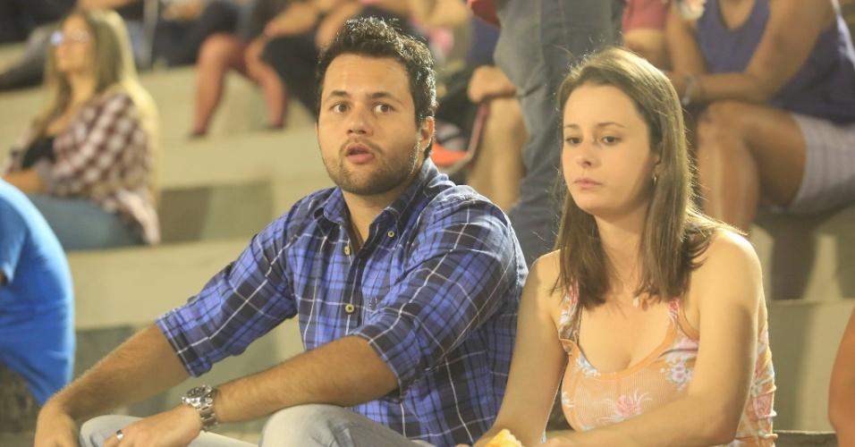 23.ago.2013 - Casal assiste às provas da 58ª edição da Festa do Peão de Barretos, na noite desta sexta-feira (23)