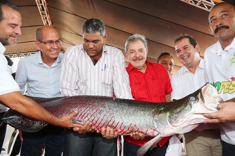 23.ago.2013 - O ex-presidente, Luiz Inácio Lula da Silva, participou nesta sexta-feira (23) da inauguração das obras do laboratório de alevinos do Complexo Industrial do Peixe (Peixes da Amazônia S/A) em Rio Branco, Acre