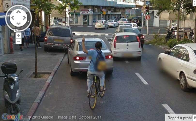 O Google Street View não é uma unanimidade: seus principais opositores são aqueles que defendem a privacidade. Uma lista do site ''Huffington Post'' mostra em imagens como esta acima, em Israel, o que acontece quando o carro cheio de câmeras do Google cruza o caminho de seus inimigos