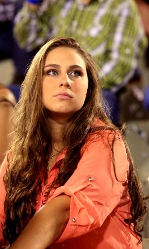 23.ago.2013 - Garota assiste às provas da 58ª edição da Festa do Peão de Barretos