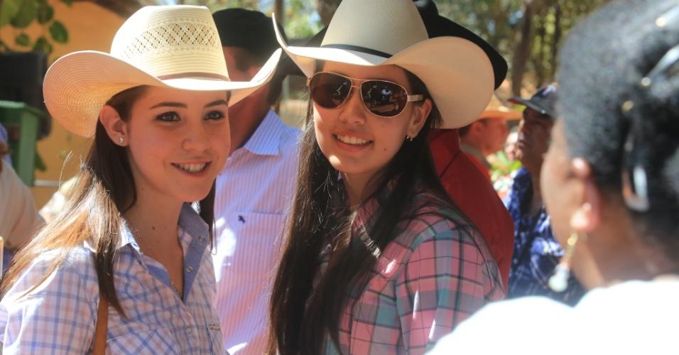 24.ago.2013 - Jovens participam da Festa do Peão de Barretos (SP)