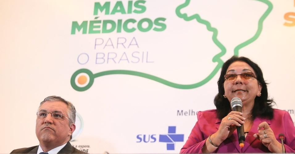 26.ago.2013: Vice Min. da Saúde de Cuba, Márcia Cubas - Médicos cubanos no primeiro dia de curso para trabalharem no Brasil e participaram da abertura do módulo de acolhimento e avalaiação dos profissionais inscritos no Mais Médicos