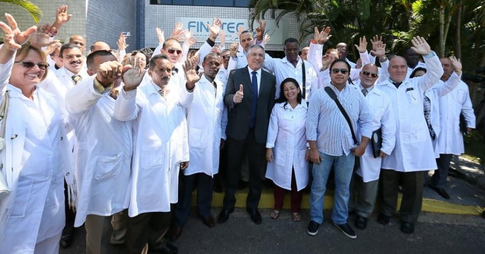 BRASILIA,DF, BRASIL, 26-08-2013: Médicos cubanos no primeiro dia de curso para trabalharem no Brasil e participaram da abertura do módulo de acolhimento e avalaiação dos profissionais inscritos no Mais Médicos