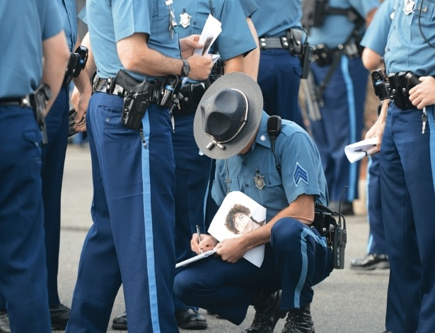 27.ago.2013 - Policial Sean Murphy divulga novas imagens dos bastidores da operação que capturou Dzhokhar Tsarnaev, suspeito pelo ataque terrorista à maratona de Boston