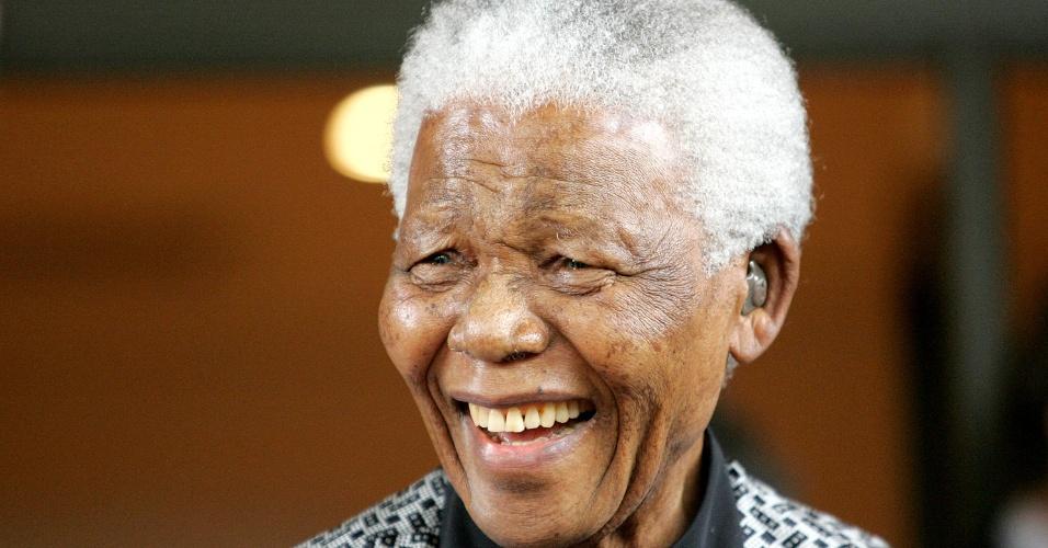 31.ago.2013 - O governo da África do Sul divulgou nota informando que Mandela, 95, segue internado em um hospital de Pretória, em estado