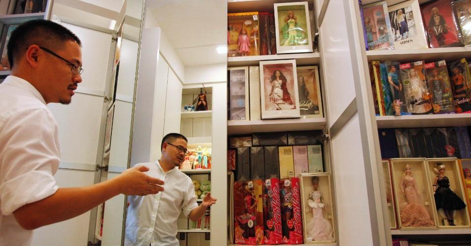 """2.set.2013 - Yang, que se define como """"nerd por brinquedos"""", reconhece ter gasto pelo menos US$ 392 mil dólares nos últimos 20 anos com sua coleção, a qual também inclui várias centenas de outros modelos de bonecas"""