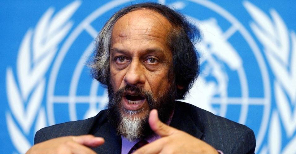 """3.set.2013 - """"Temos cinco minutos para a meia-noite"""", alertou o indiano Rajendra Pachauri sobre o pouco tempo que a humanidade tem para agir contra o aquecimento global, que pode levar espécies à extinção, aumentar a intensidade de secas, ondas de calor e inundações, afetando a segurança alimentar. O presidente do Painel Intergovernamental de Mudanças Climáticas (IPCC, na sigla em inglês), da ONU (Organização das Nações Unidas), vai divulgar no fim do mês as evidências científicas que comprovam as mudanças climáticas"""