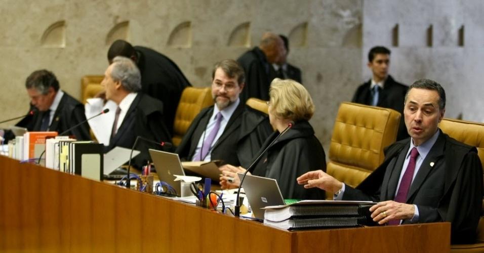 4.set.2013 - Ministros do STF (Supremo Tribunal Federal) debatem sobre os embargos de declaração apresentados pelos réus da ação penal 470, conhecida como mensalão, nesta quarta-feira (4), durante sessão de retomada do julgamento