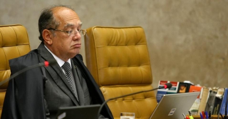 4.set.2013 - O ministro do STF (Supremo Tribunal Federal) Gilmar Mendes atenta às falas dos demais ministros durante retomada do julgamento dos embargos de declaração dos réus da ação penal 470, conhecida como mensalão, nesta quarta-feira (4)