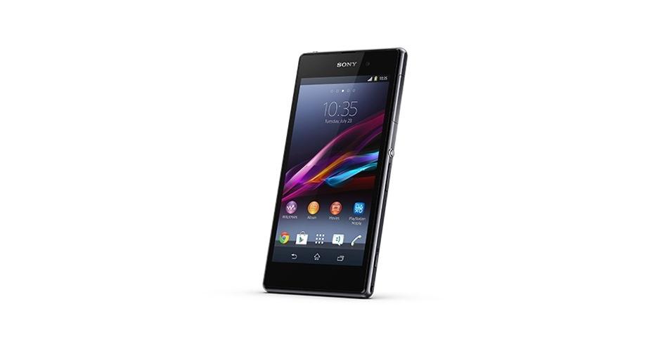 A Sony lançou o smartphone Xperia Z1, que além de ser à prova d?água, pode sintonizar TV digital. Apresentado na feira de eletrônicos alemã IFA, o celular inteligente vem com câmera de 20,7 megapixels com a lente G para alta definição nas fotos. O Z1 tem processador quad-core Qualcomm Snapdragon de 2,2 GHz, roda  Android 4.2.2 (Jelly Bean) e será vendido nas cores preta e branca. O preço ainda não foi divulgado, mas a novidade chega ao Brasil em outubro, segundo a fabricante