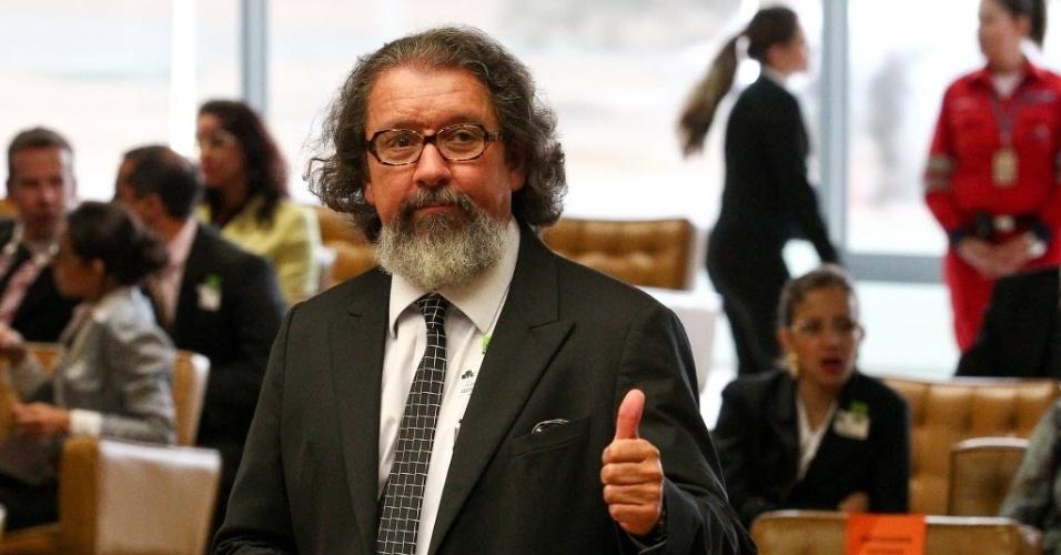 5.set.2013 - O advogado Antonio Carlos de Almeida Castro, o Kakay, defensor de Duda Mendonça, que foi absolvido, acompanha a sessão do STF (Supremo Tribunal Federal) desta quinta-feira (5)