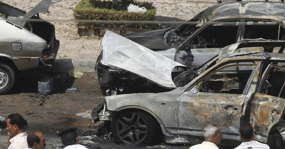 5.set.2013 - Por enquanto, o governo egípcio confirmou que o ataque deixou quatro feridos, entre os quais um adolescente e uma cidadã britânica. A Irmandade Muçulmana, organização contrária ao governo provisório, é apontada como suspeita