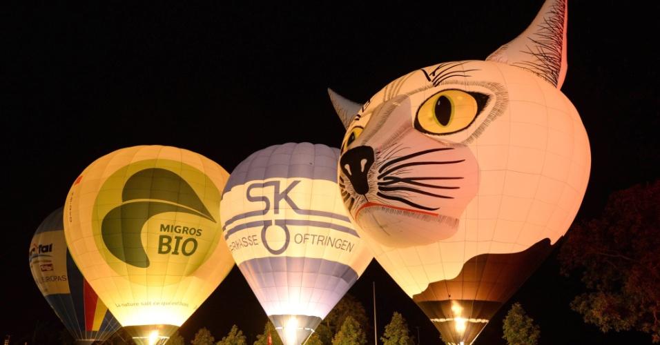 7.set.2013 - Balões de ar quente se preparam para decolar em Rust (Alemanha), durante o festival internacional de balão