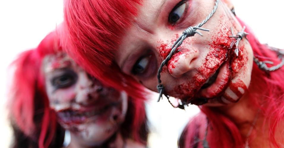 7.set.2013 - Pessoas se fantasiam para participar do ?zombie walk?, em Frankfurt, na Alemanha