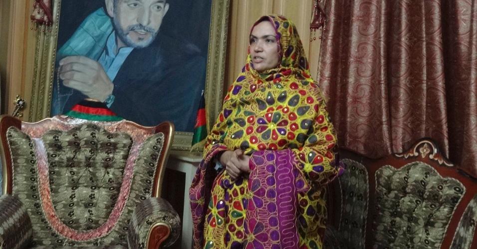 7.set.2013 - Tariba Ahmadi Kakar, membra do parlamento afegão, é vista depois de ter sido liberada pelo Taleban, em Ghazni, Afeganistão. Kakar foi mantida em cativeiro por três semanas, e negociada em uma troca de prisioneiros