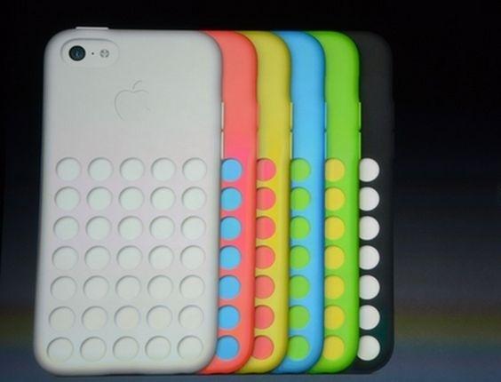 A Apple apresentou o iPhone 5c, que possui capinhas coloridas. Cada acessório custa US$ 29 (R$ 67)