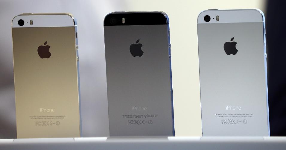 Além das três cores, o iPhone 5s será vendido em três modelos: 16 GB (US$ 199, cerca de R$ 455), 32 GB (US$ 299, aproximadamente R$ 683) e 64 GB (US$ 399, cerca de R$ 912), também com contrato de dois anos de fidelidade
