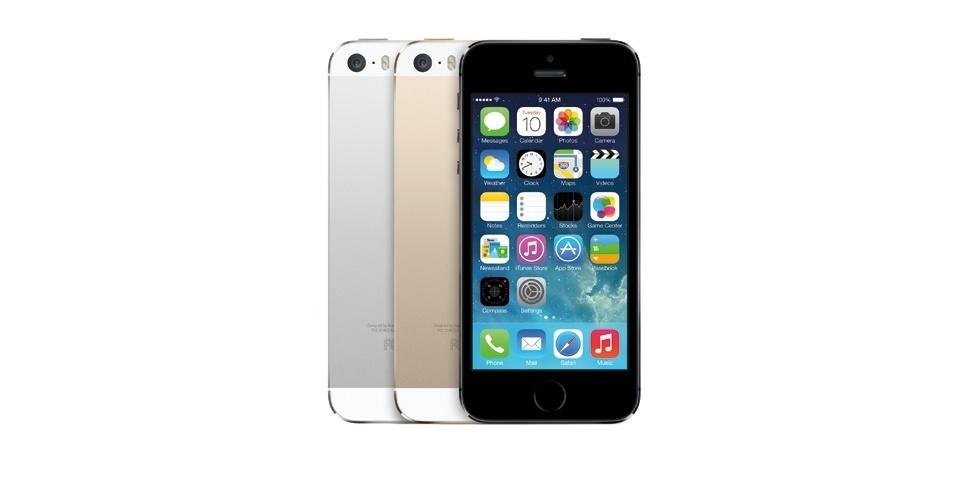 O iPhone 5s será vendido nas cores preta, prata e dourada. Além disso, o smartphone vem com o primeiro processador 64 bits do mundo para dispositivo móvel, o A7. O chip consegue fazer mais cálculos simultâneos, deixando o desempenho mais rápido