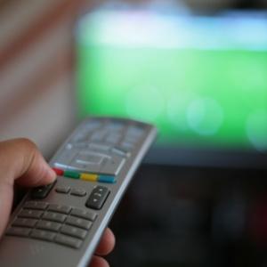 56% dos assinantes da TV paga ainda só veem TV aberta Televisao-tv-controle-remoto-1378840684459_300x300